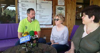 La Alcaldesa de Guadarrama, Carmen María Pérez del Molino,  inaugura en Forestal  Park un nuevo circuito de tirolinas, que bajo el nombre de 'Canopy'  discurre íntegramente por las copas de los arboles