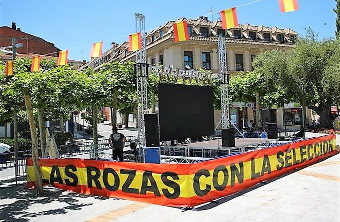 Pantalla gigante en la Plaza de España de Las Rozas