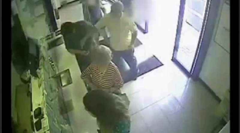 Un concejal de Galapagar, agredido por un empresario tras el cierre del horno de leña de su negocio