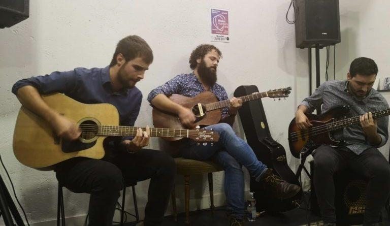 Grupo de música Gotelé en Acústico