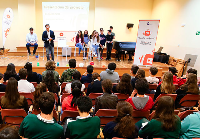 Alumnos participantes en el II Torneo Municipal de Robótica Educativa 'Desafío Las Rozas'.