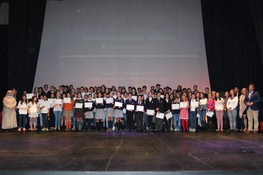 Alumnos premiados por su excelencia académica. Foto: Ayuntamiento de Galapagar.