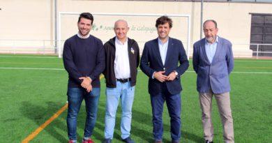 El campo de fútbol 'El chopo' estrena temporada y nuevo césped