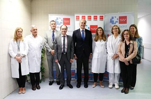 El consejero de Sanidad, Enrique Ruiz Escudero, en el centro de la imagen.