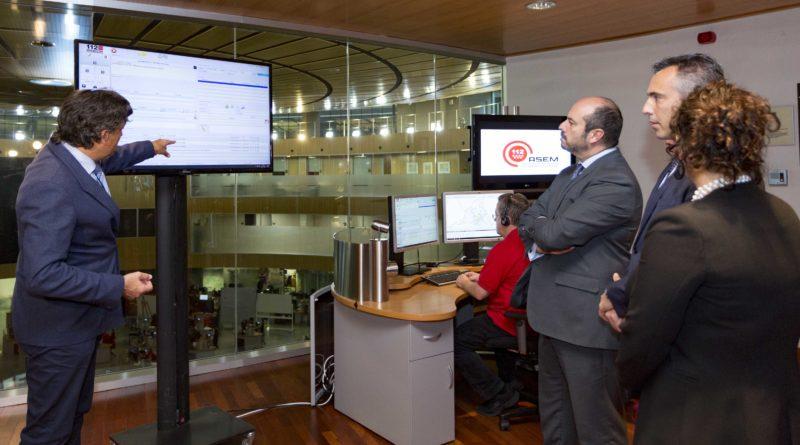 Pedro Rollán, en la demostración del nuevo Sistema de Respuesta Vocal Interactiva en la sala del 112.