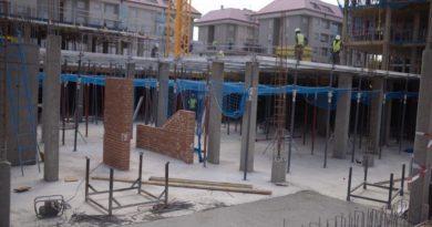 Viviendas de protección pública en construcción, en Valenoso.