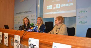 La concejal de cultura, María Torre-Martín; la alcaldesa, Mariola Vargas y la vicepresidenta de la Fundación Anade, Eloísa Olmos.