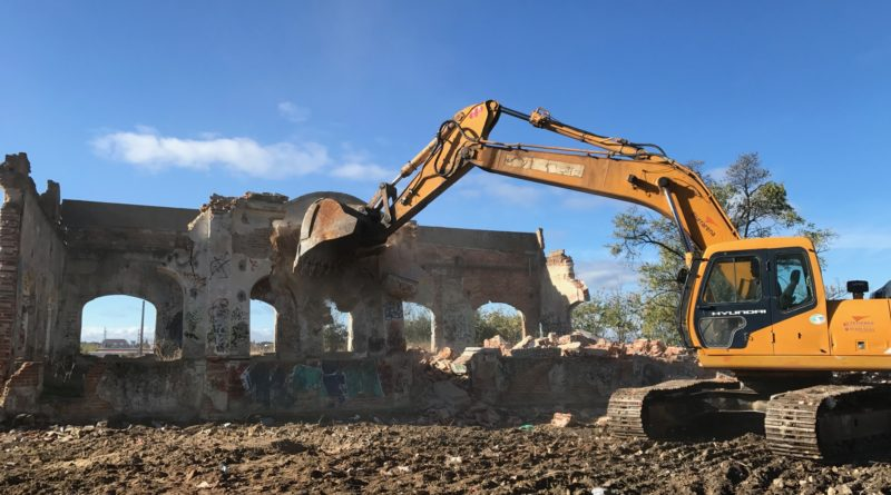 Derrumbamiento del antiguo edificio de Radio Argentina.
