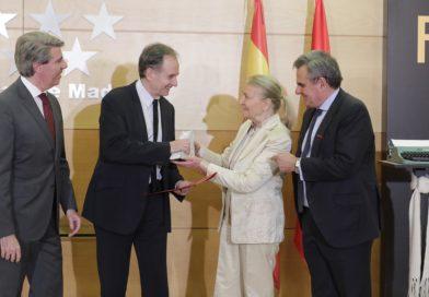 Garrido entrega el Premio Francisco Umbral a la novela Sur, de Antonio Soler