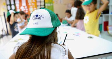 De la Uz visitó los talleres infantiles.